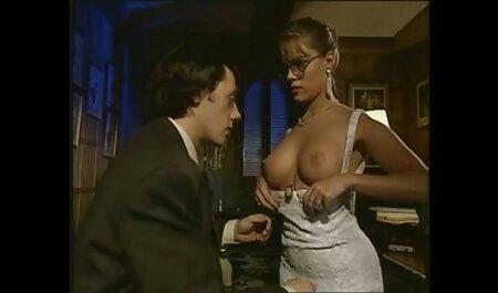 شخص فالوس به مقعد دختر فیلم سکسی نیمه هل