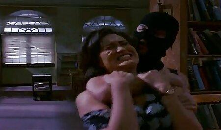 نوجوان, سگ ماده, به طور فعال بمکد یک مرد می دهد سریال نیمه سکسی و یک شخص تحت