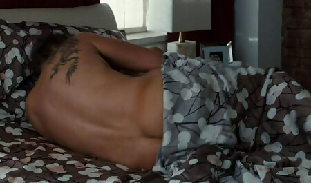 Roxy R در جوراب ساق بلند سیاه و سفید مکانیکی fucks در فاک دانلود فیلم سکسی نیمه